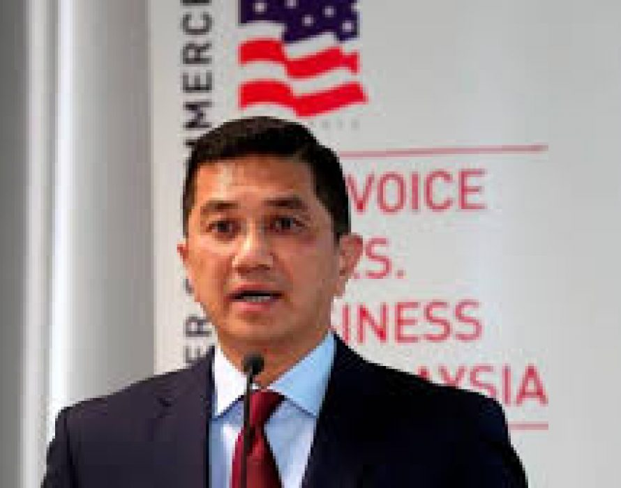 Azmin: Stop politicking, develop M'sia under Dr M's leadership