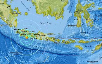 Strong quake hits Java, Indonesia