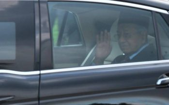 Dr Mahathir leaves palace after audience with Agong
