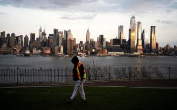 New York greets hospital ship with cheers; U.S. death toll rises past 3,000
