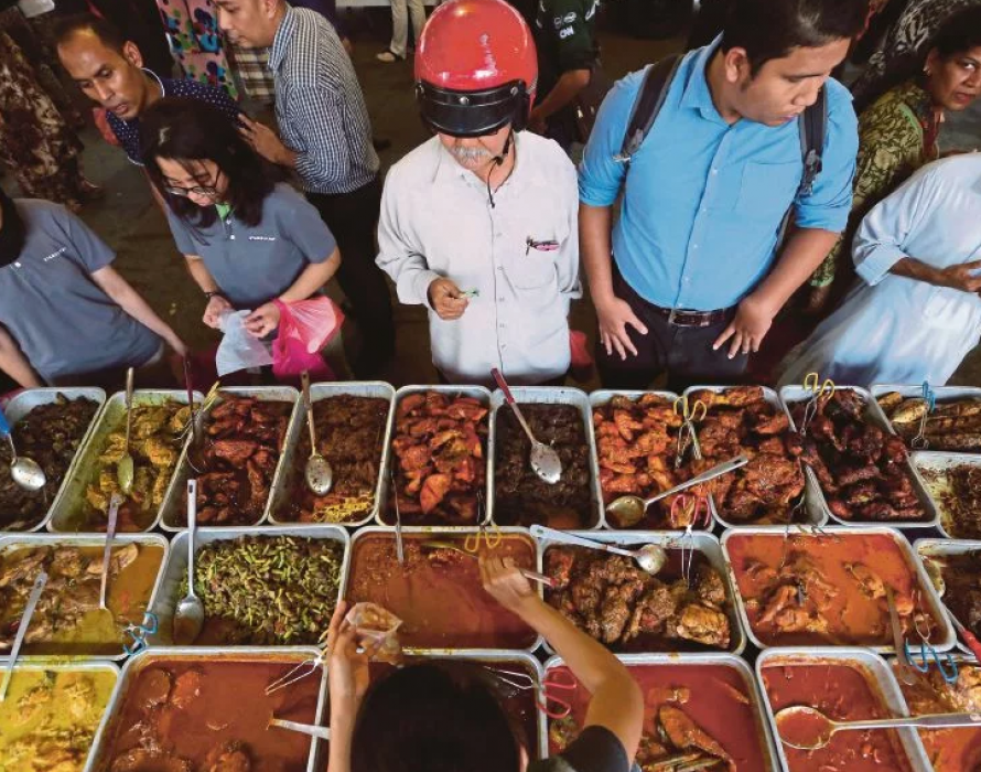 The multicultural colour of taste through street food paintings