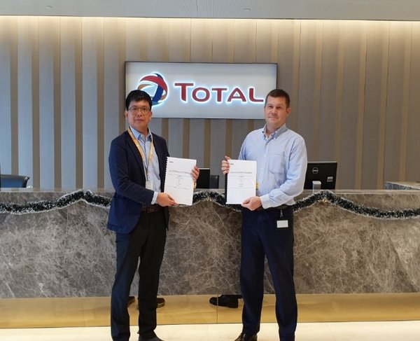 Representatives of Greenfields (left) and Total Solar Distributed Generation sign a power purchase agreement