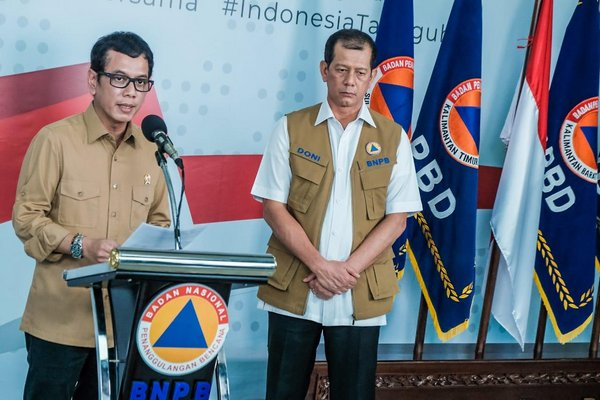 (from left) Minister of Tourism and Creative Economy, Wishnutama Kusubandio; and COVID-19 Task Force Chief, Doni Monardo.