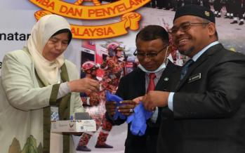 COVID-19: JBPM receives one million rubber gloves