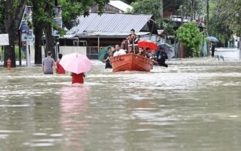 Residents break fast in floodwaters in Penang