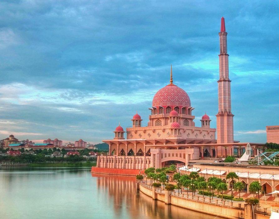 Putrajaya becomes local attraction during Aidilfitri