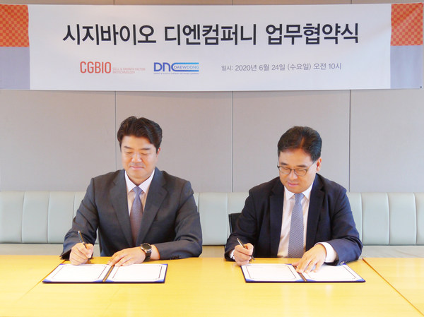 Hyun Seung Yu, CEO, CGBIO (left) and Jong Won SEO, CEO, DNCompany (right) signs MOU contract for collaboration.