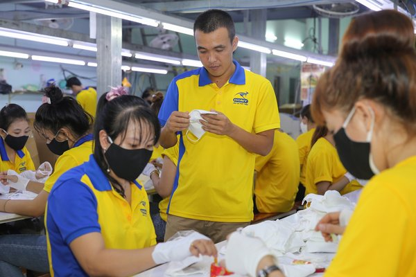 Pham Quang Anh, Director of Dony Garment, checked production progress in Dony's production facilities in Ho Chi Minh City, Vietnam