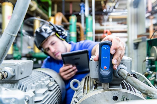 Smart Supplier 4.0 Gen 2 comes with our proprietary handheld tool for instant data collection