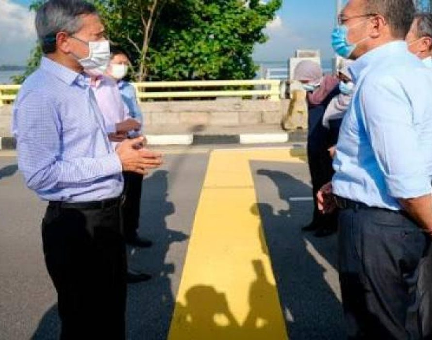 M'sia, S'pore seal RTS agreement, witnessed by two PMs on Johor causeway