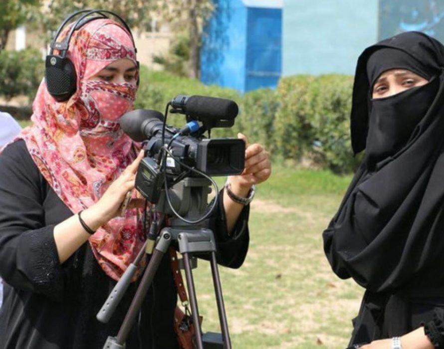 Pakistan: Women journalists accuse Imran Khan's govt of instigating online abuse