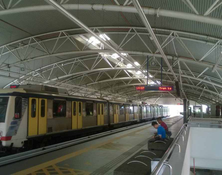 Auxiliary policeman arrested for allegedly molesting woman at LRT station