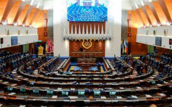 Hishamuddin apologises for vaping in Dewan Rakyat