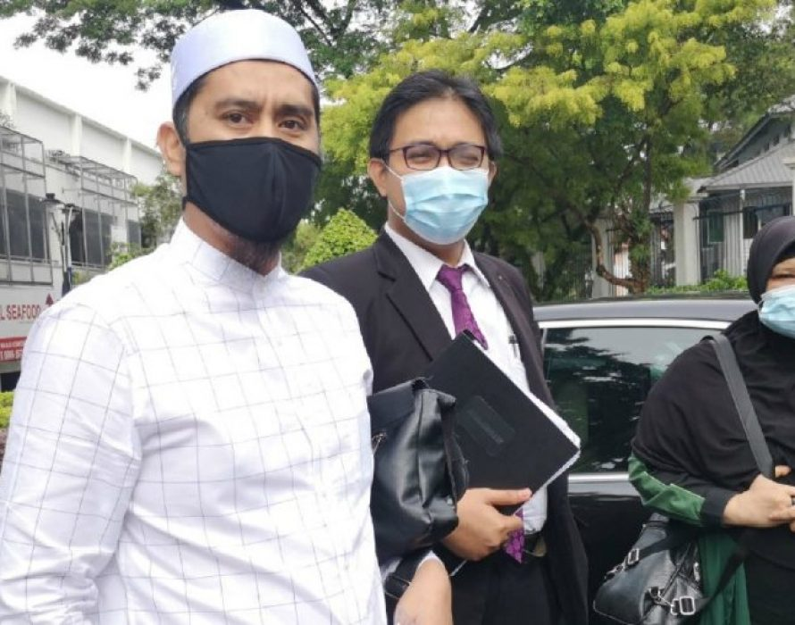 Asri Janggut arrives at Bukit Aman over allegations of insulting police