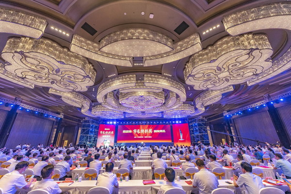 """On August 5, the award ceremony of the """"Mayor's Special Award"""" that is designed to recognize outstanding contributions to the development of Xi'an was held in the city."""