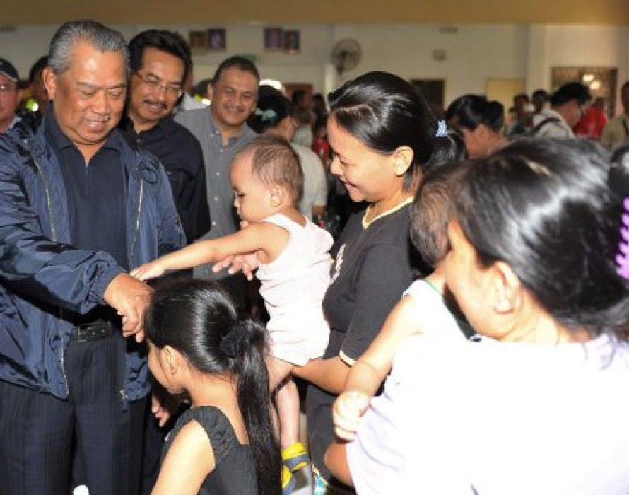 Muhyiddin spends time with farmers, livestock breeders, fishermen In Beaufort