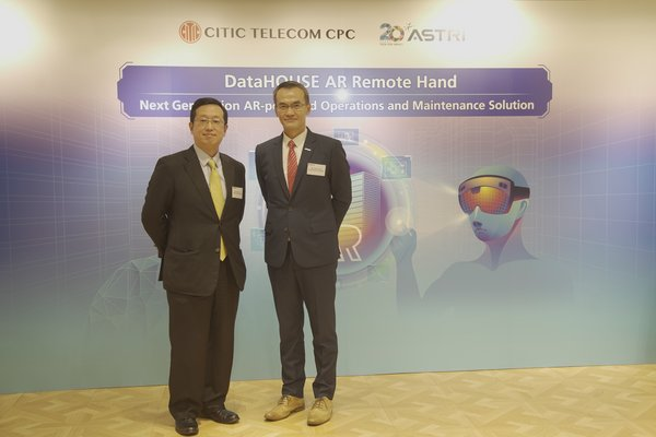 """Mr. Esmond Li, CEO of CITIC Telecom CPC (left) and Mr. Hugh Chow, CEO of ASTRI announced the launch of """"DataHOUSE AR Remote Hand Service"""", an AR solution jointly developed to transform field engineers' operations and maintenance processes."""