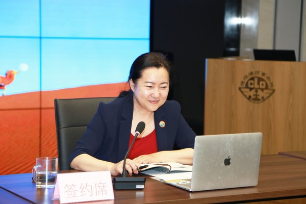 Chairperson of the Belt and Road Service Connections Wang Li delivers a speech
