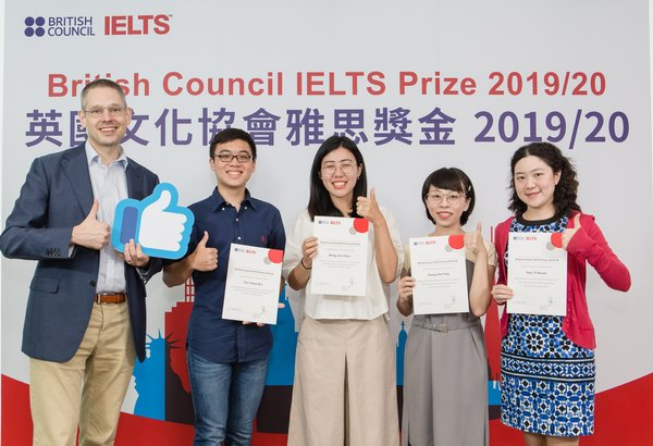 British Council Director Taiwan Ralph Rogers and 2019/20 IELTS Prize winners in Taiwan