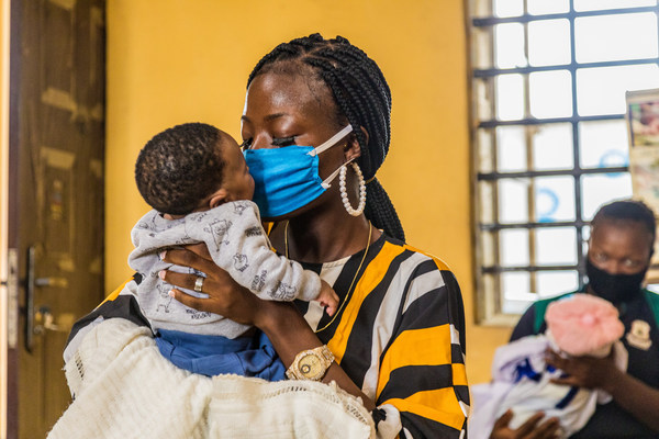 Aminat Laketu with her 6-week-old baby at Ita-Elewa Primary Health Center in Ikorodu, Nigeria, where she has benefited from services to prevent transmission of HIV from mother to child. Photographer: Andrew Esiebo