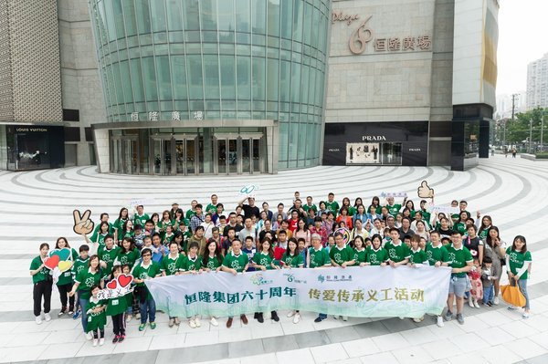 Volunteers from Plaza 66 and Grand Gateway 66 in Shanghai bring students and their families to a museum and an anti-pandemic exhibition to enhance their knowledge in the areas of health and pandemic prevention