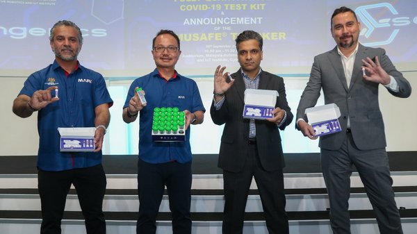 From left: Dr. Faizal Anwar, MARii Advisor in Medical and Health Data Management, Dato' Madani Sahari, CEO, MARii, Dr. Arif Anwar, CEO, Sengenics, Johan Hafiz Iskandar, Director, Sengenics