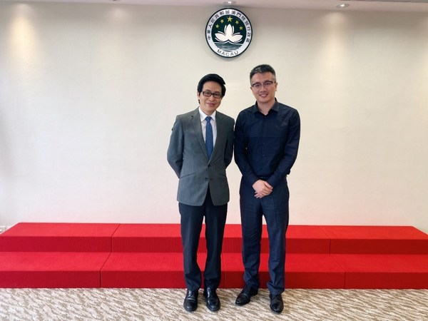 Cheng Wai Tong Deputy Director Macao Government Tourism Office (left) and Trip.com Group CMO Sun Bo (right) had an exchange to discuss further cooperation promoting tourism in Macao