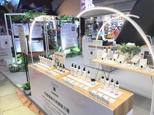 Pop-up store, Brighten Up the World, in Langham Place (L7) by famous organic brand UNIQUE BEAUTY from Denmark and Fair Trade Hong Kong with using natural organic fair trade ingredients for hair products. Now till 31st October.