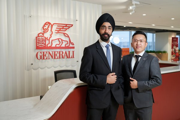 Arsh Kaumi, CFO of Generali Life (Hong Kong) Limited (Left) and Teddy Hung, Founder of BenePanda (Right)