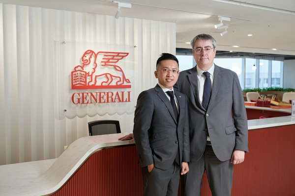 Teddy Hung, Founder of BenePanda (Left) and Cillin O'Flynn, CEO of Generali Life (Hong Kong) Limited (Right)