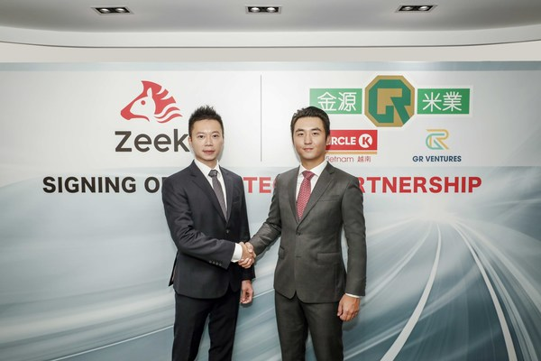 (From Left) Vincent Fan, Chief Strategy Officer of Zeek, and Adrian Lam, Managing Director of GR Ventures, signed the collaboration agreement today.