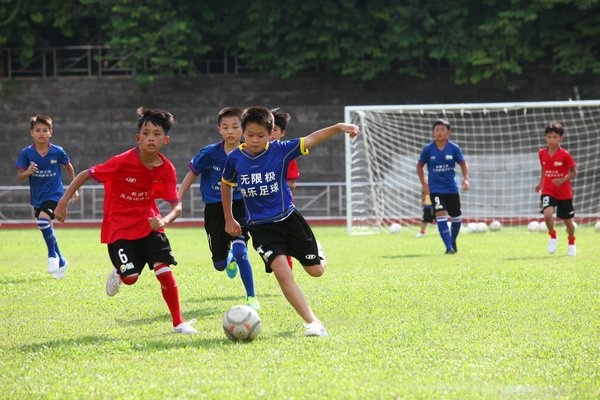 Infinitus has launched the Happy Football Program with the China Youth Development Foundation since 2015. The Program supports the development of football amongst teenagers in impoverished areas in China. By donating equipment and meals, building or renovating stadiums, and providing teaching and training, the program helps left-behind children appreciate the happiness brought by football, cultivate a positive outlook and understand the spirit of teamwork.