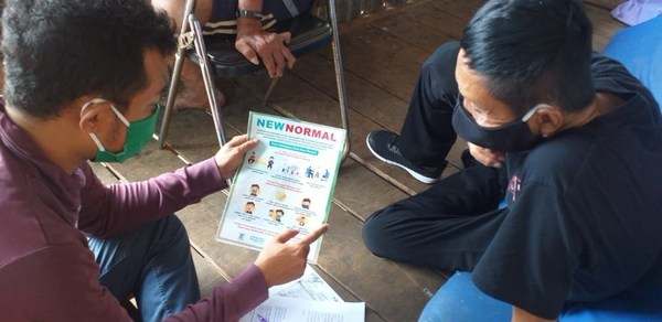 Members of PerMaTa, an Indonesian organization of persons affected by leprosy, carry out door-to-door visits in South Sulawesi Province to deliver leaflets on COVID-19, soap and masks.