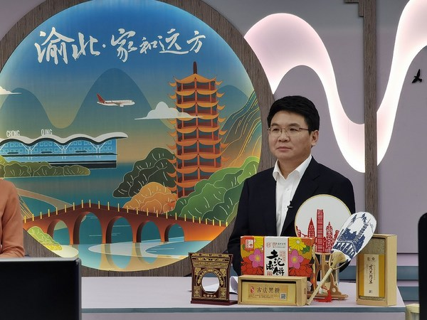Tan Qing, head of Yubei District, is promoting cultural tourism of Yubei District in southwest China's Chongqing Municipality through an online live-streaming platform.