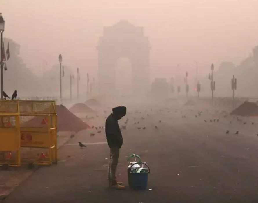 Spell of heavy smog in Indian capital raises fears for COVID patients