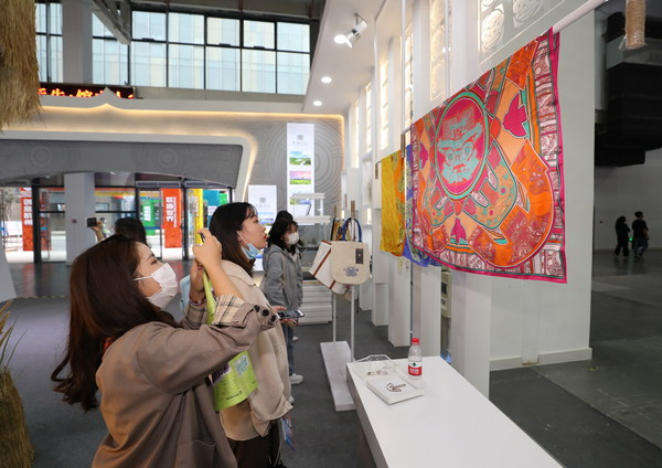 Visitors at the 14th Hangzhou Cultural and Creative Industry Expo