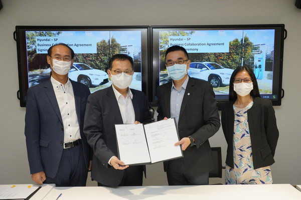 Hyundai Motor Group's Senior Vice President Hongbum Jung (2nd from left) and SP Group's CEO of Sustainable Energy Solutions Chuah Kee Heng (3rd from left) signed the Business Cooperation Agreement. This was witnessed by Mr Kyung Bae Kim, Head, Smart Factory Project Team, Hyundai, (left) and Ms Olivia Oo, Director, SP Group (right).
