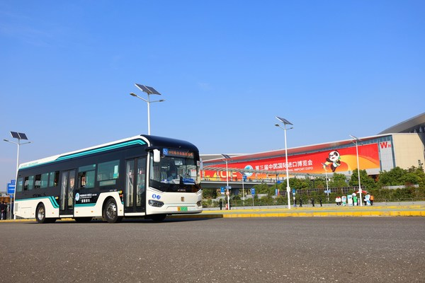 Sunwin 9-series bus is the designated shuttle for the security zone of the third CIIE (PRNewsfoto/)