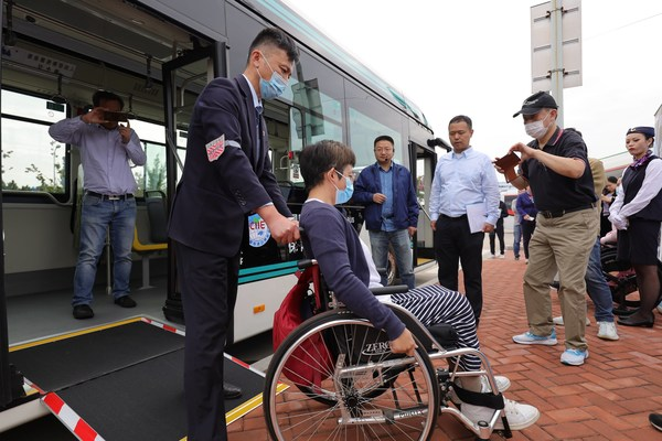 ECAs side kneeling function and wheelchair ramp make it easier for passengers in wheelchairs to get on and off the bus