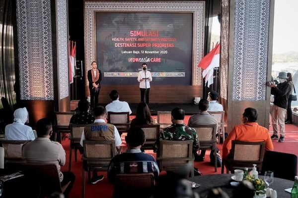 "Menparekraf Wishnutama Kusubandio delivering his speech prior to the ""3K Protocol Simulation for National Tourism Destinations"" at Labuan Bajo, November 12, 2020."