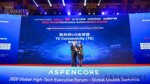 "Zhiliang Yu (left), Engineering Director, Manufacturing Process Development, TE's Data and Devices business unit, accepted the ""High Performance Passive/Discrete Devices of the Year"" award on behalf of TE."