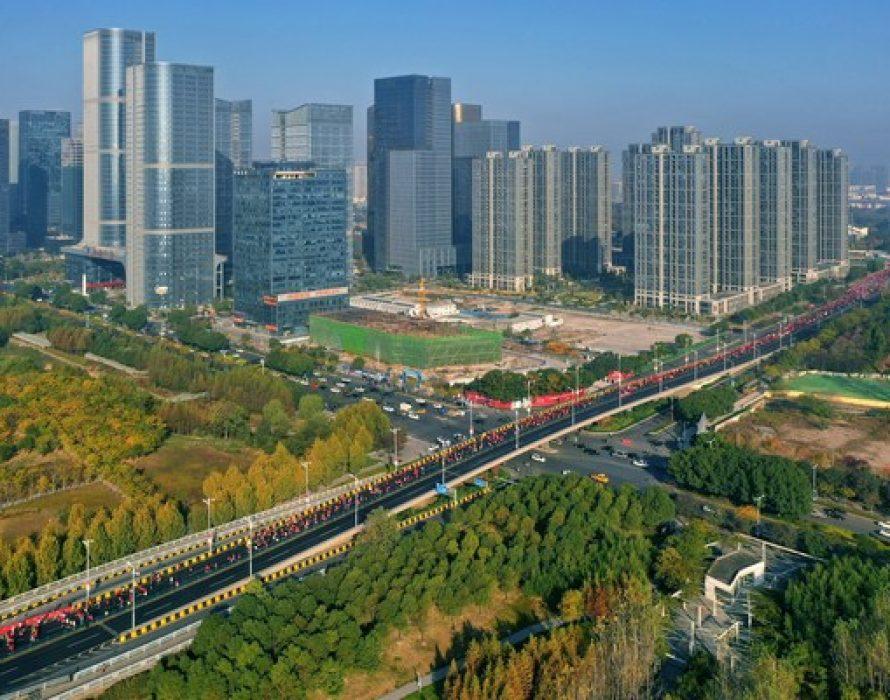 Xinhua Sports: 2020 Yiwu Half Marathon kicks off, bringing new vitality to city development