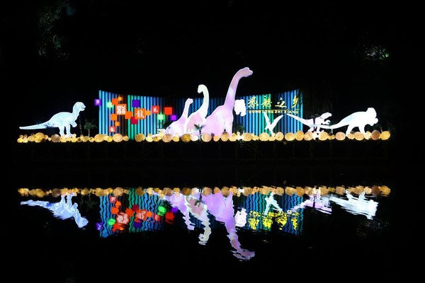 Lanterns with inspirations from dinosaurs, another symbol of Zigong