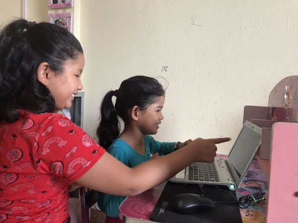 Cambodian children learn about electricity online after Light Up the Future - CHD library online was launched.