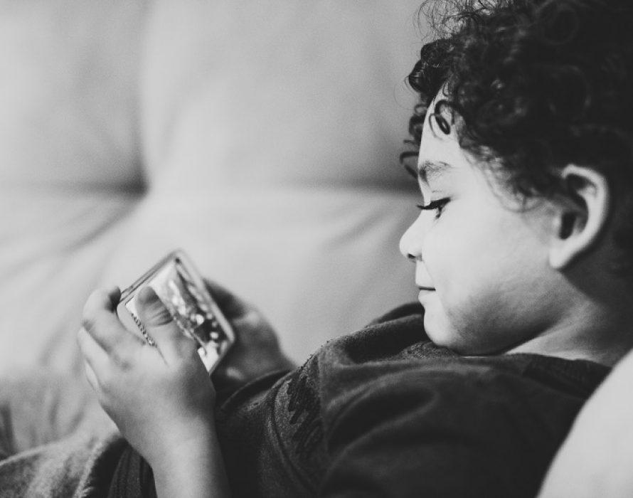 Parents should create a safe online environment for children