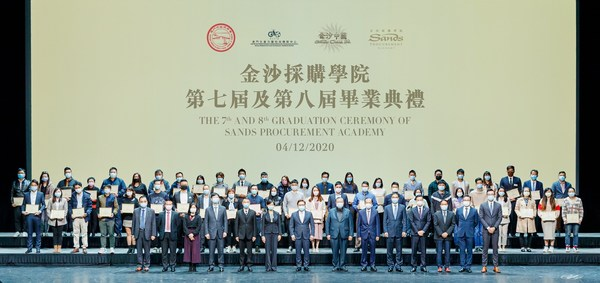 The 7th and 8th intake of local SME suppliers to graduate from the Sands Procurement Academy are joined on stage by Sands China executives and guests of honour Friday at The Venetian Theatre.
