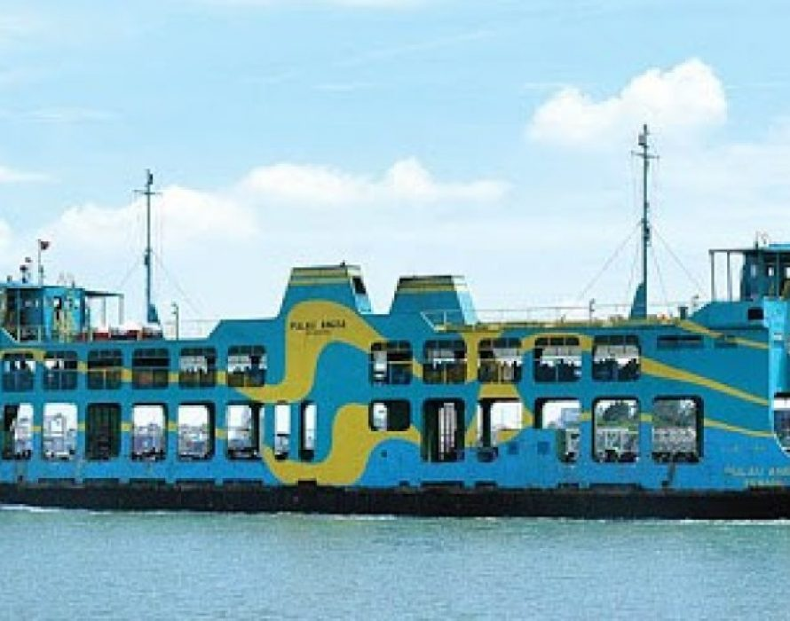 Public takes a ride on Penang Ferry for one final time