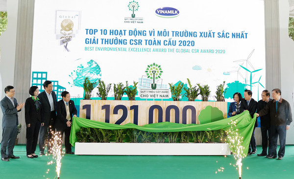 "Vinamilk celebrates the ""1 million trees fund for Vietnam"" milestone with Vietnam government and MONRE delegates"