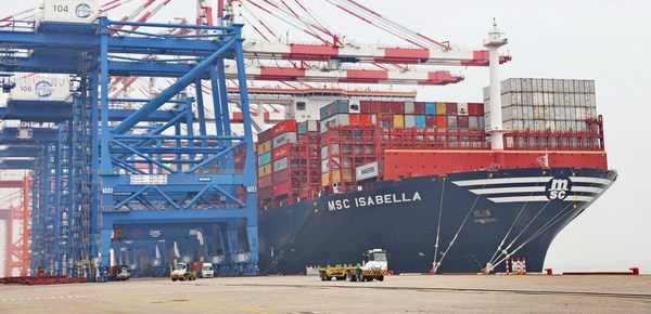 One of the world's largest container vessels, MSC Isabella, berths at Xiamen Port on March 17, 2020. [Photo provided to China Daily]