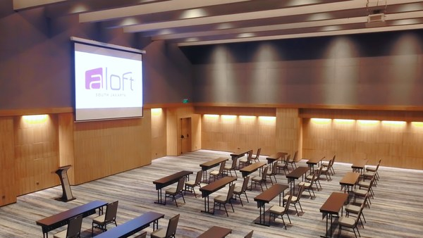 The spacious and high ceiling ballroom for MICE function at Aloft South Jakarta.